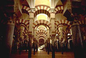 Interior Masjid Cordoba, peninggalan dari Al Andalus yang kini dijadikan Katedral Katolik Roma